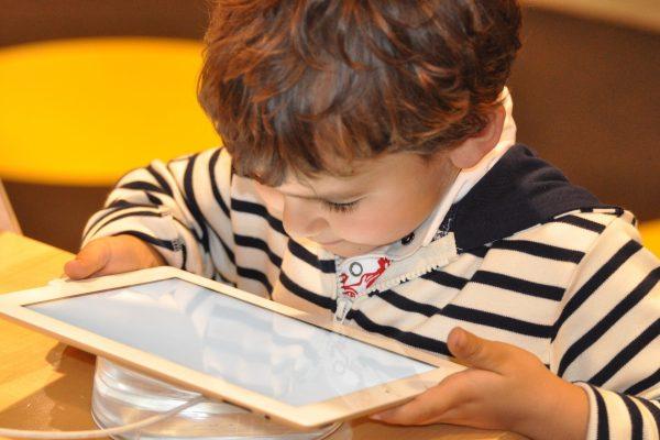 Une tablette pour les enfants, bonne ou mauvaise idée